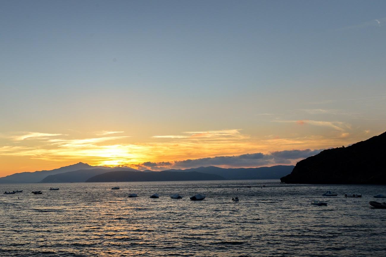 elba stranden innamorata zonsondergang